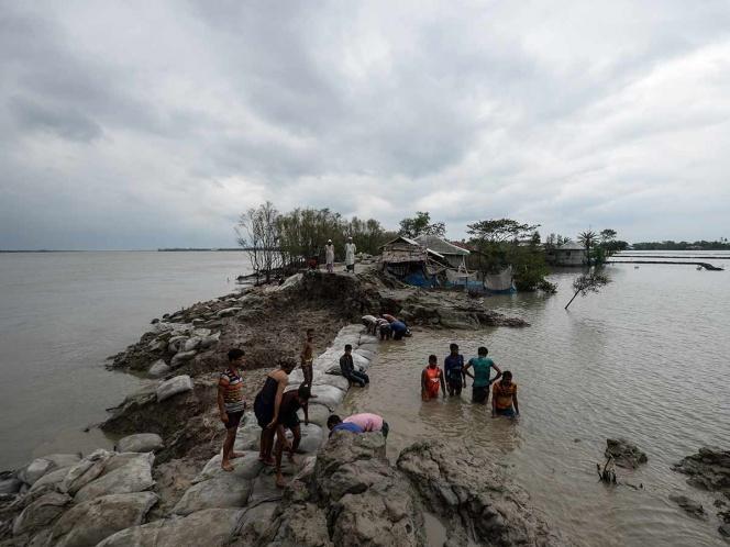 Fuerte ciclón azota gravemente a India y Bangladesh  (FOTOS)