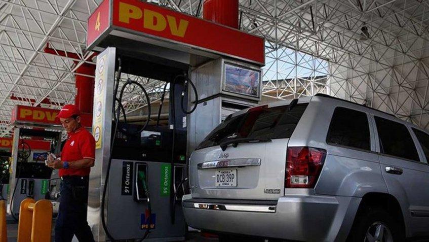 Nicolás Maduro exoneró de impuestos la venta e importación de combustible al país