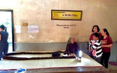 ¡SORPRENDENTE! Esta mujer no se lava ni corta el cabello desde hace 64 años (FOTOS)