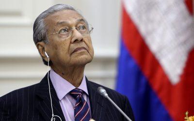 ¡REPUDIABLE! Ex primer ministro de Malasia sostiene que los musulmanes «tienen derecho» a matar franceses