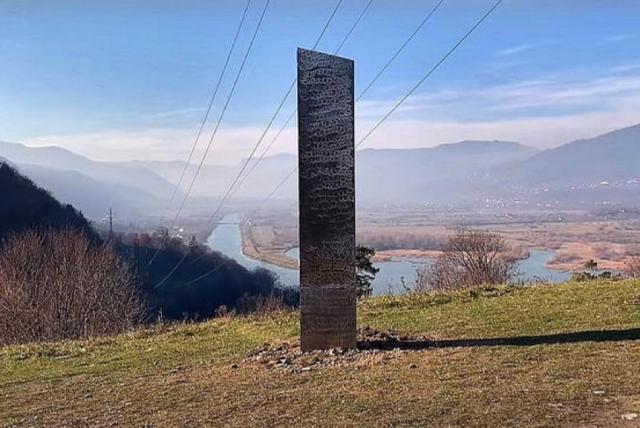 ¡MISTERIO! Apareció otro  monolito en Rumanía con  características similares al de Utah