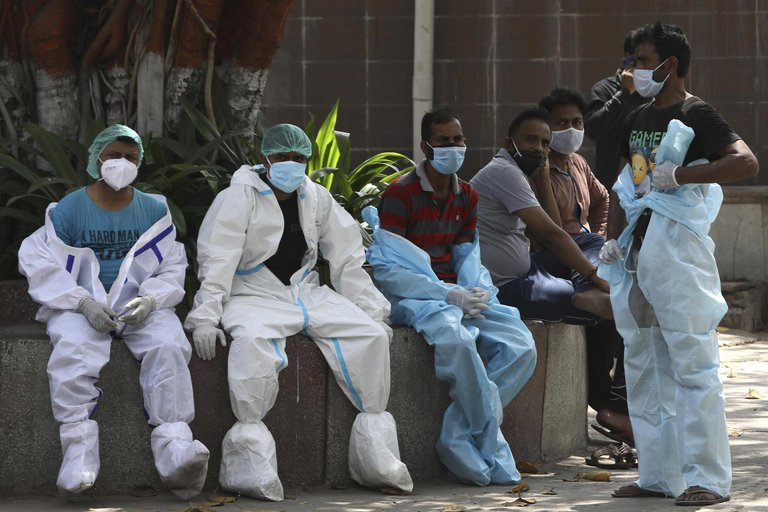 ¡DE IMPACTO! India colapsa con más de 2.000 muertes y 300 mil casos de coronavirus en un día