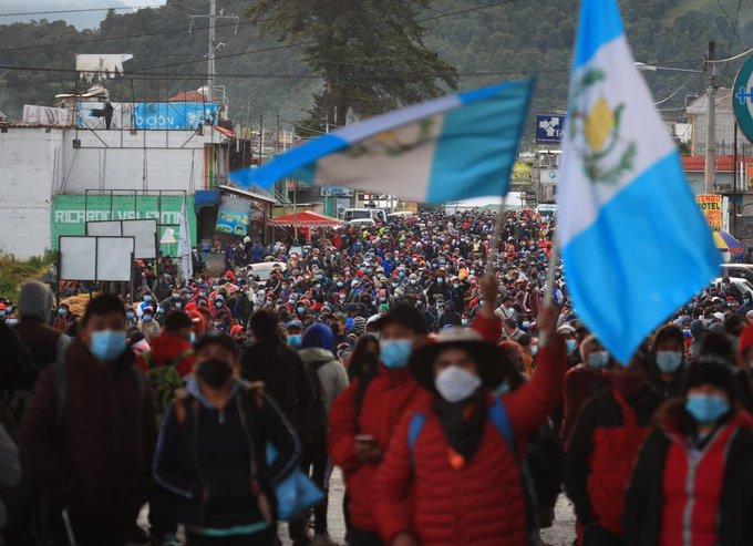 Guatemaltecos protestaron contra el gobierno para exigir la renuncia del presidente