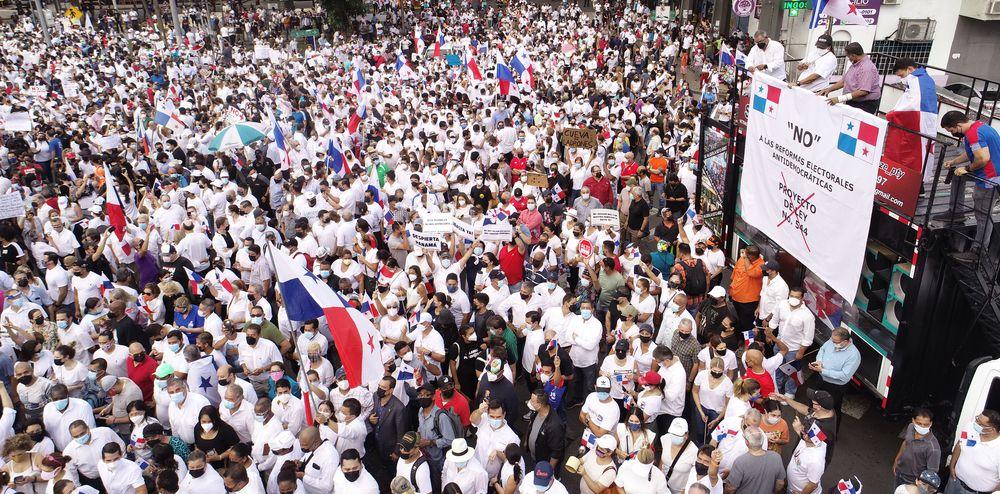 Panameños protestaron contra la modificación de reformas electorales en la Asamblea